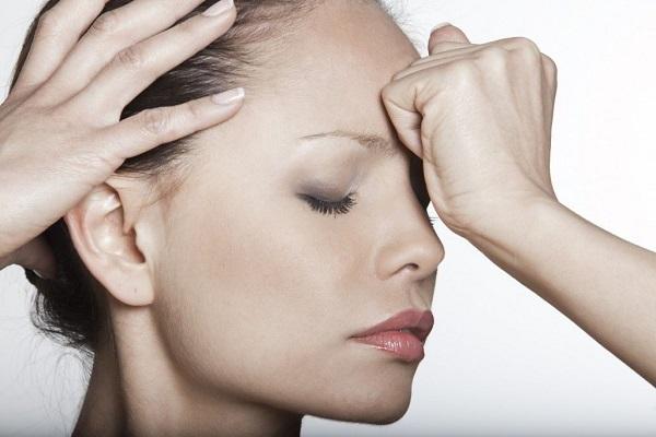 Женщина с проблемной кожей