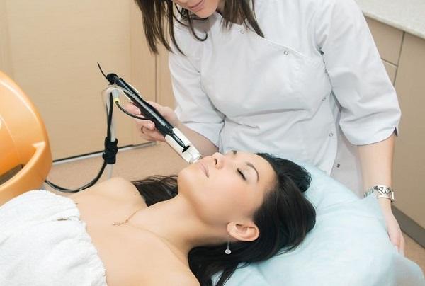 Лазерное лечение акне на подбородке