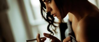Девушка, которая курит