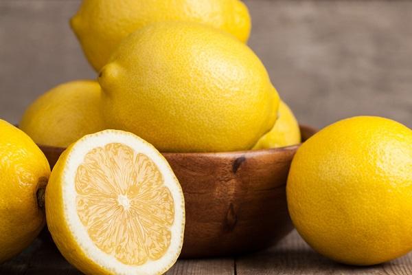 Полезные при прыщах на лице лимоны