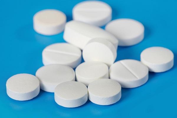 Таблетки от угревой сыпи у взрослых людей